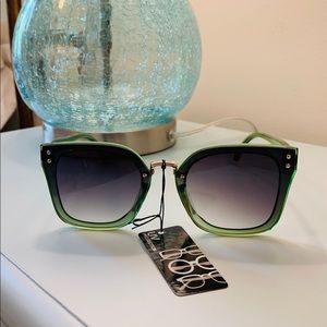 Gorgeous Sunglasses. NWT. Cool Green Color.
